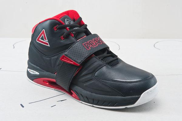 在巴蒂尔前三代战靴的技术前提之下,四代战靴的改变并不仅仅是外观,改