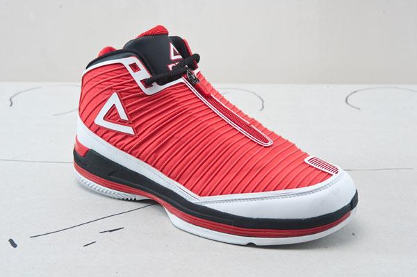 组图:巴蒂尔五代战靴 隐藏鞋带设计固定性增强