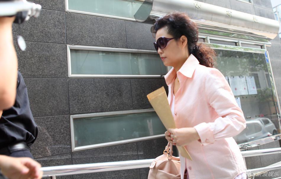 李天一案的杨女士_记者随即与田参军律师联系,其表示杨女士经过治疗已经苏醒,目前还在