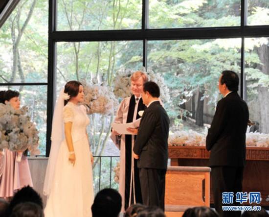 刘晓庆大婚现场_刘晓庆美国大婚 新娘新郎深情一吻(组图)-搜狐滚动