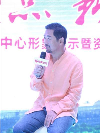 张国立谈与张歆艺剧中感情戏