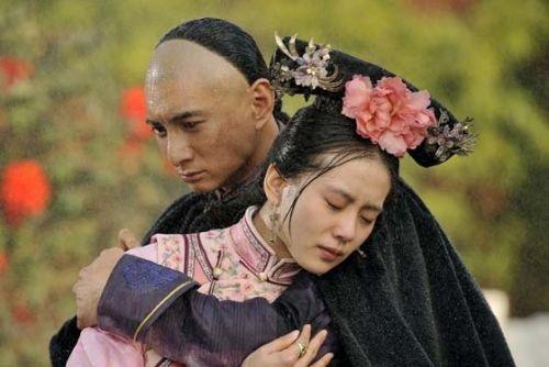 吴奇隆/延伸阅读:40张照片揭武大女神黄灿灿与男友激吻