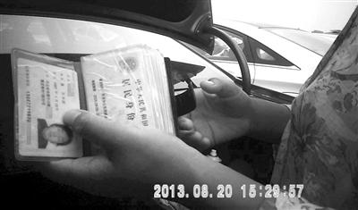 """北京租车牌价格_北京""""背户""""车牌:身份证有效期决定价格-搜狐新闻"""