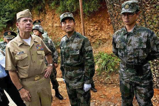 国高级将领参观解放军陆军营地.-解放军常在中美会晤时炫耀新玩意