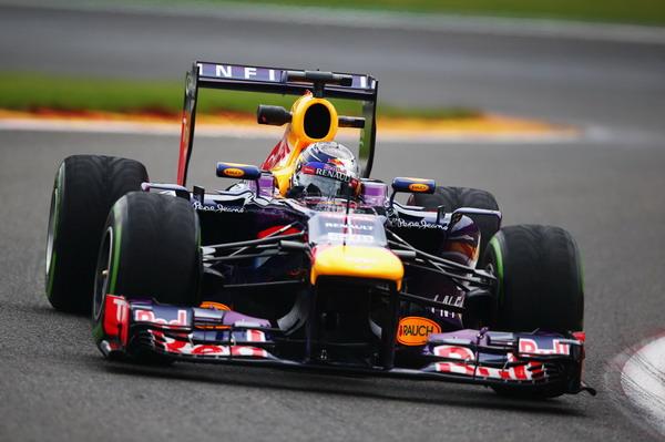 图文:F1比利时站首次练习赛 维特尔过弯