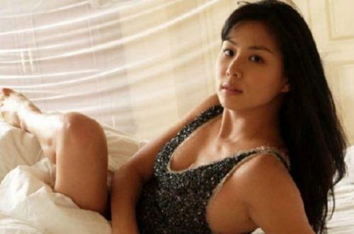 """高小英是韩国女演员,在韩国称为是""""第一美人""""。曾和张紫妍同门被爆经纪公司可能以同样手段逼""""下海"""",但韩国警方尚未证实。"""