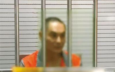 涉嫌窝藏罪的李明在接受讯问。