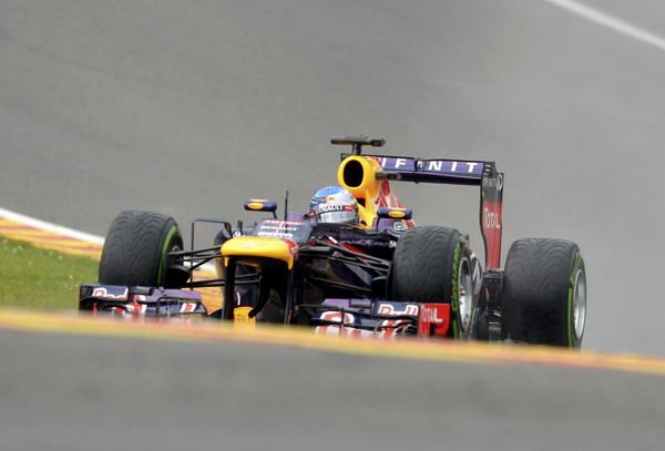 图文:F1比利时站排位赛 维特尔在比赛中