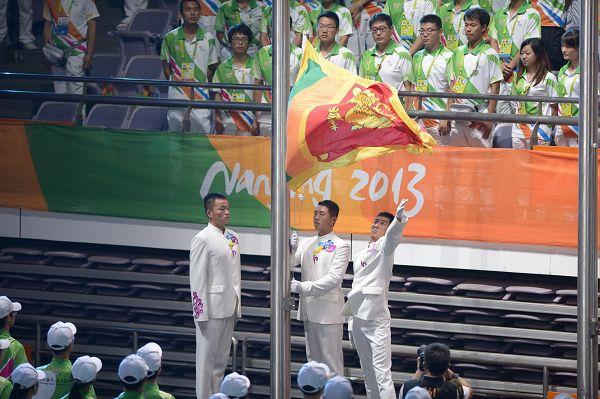图文:第二届亚青会闭幕式  斯里兰卡国旗升起
