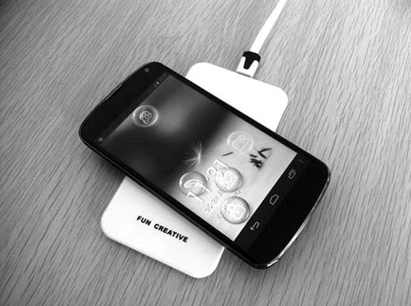 生活资讯_让手机摆脱线的束缚,享受无线充电便捷生活,你只需要把手机放在上面