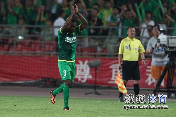 中超图:国安4-0阿尔滨 格隆庆祝进球