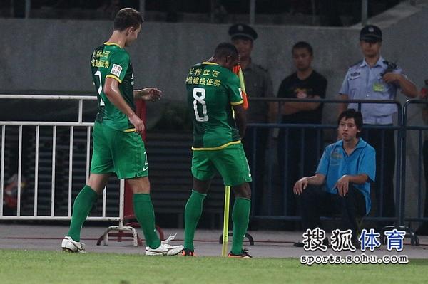 中超图:国安4-0阿尔滨 格隆兴奋庆祝