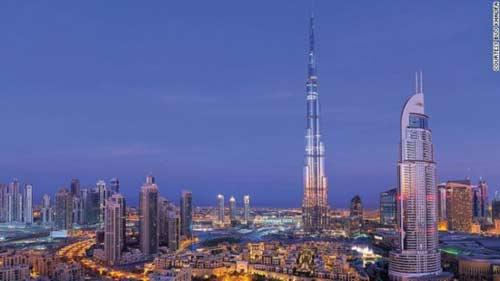 人文建筑  [点击图片进入下一页]   哈利法塔高达828米,既是世界上最