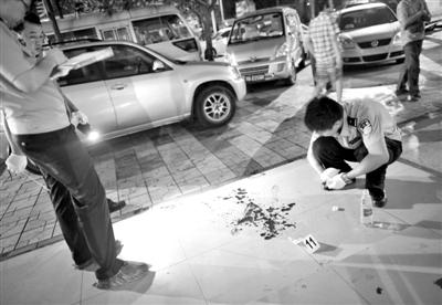 警方在案发现场勘查。图/CFP