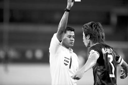 泰国籍主裁查亚在国安与阿尔滨的比赛中出现错判,引发争议。/CFP
