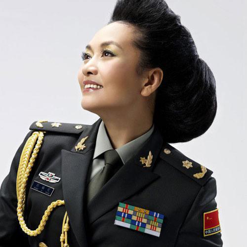 彭丽媛少将:总政歌舞团第一批国家一级演员.-军队里的明星 谁的军