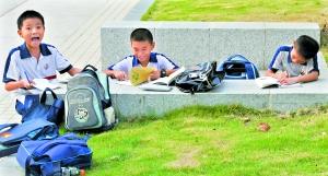 """教育部公布""""新规""""将为小学生减负。"""