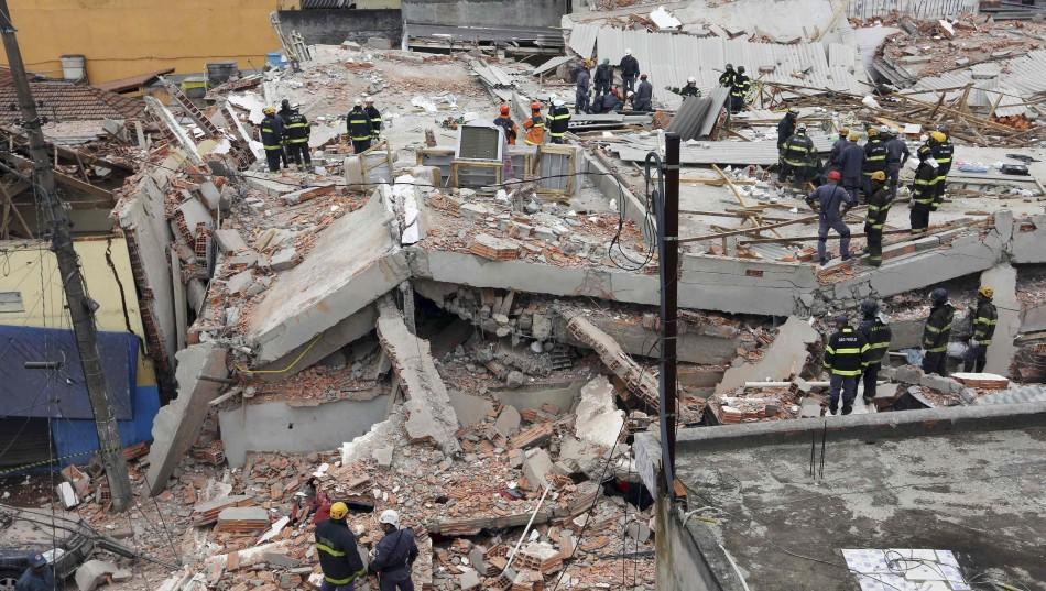 死亡20人_巴西大厦整座倒塌至少6人死亡20人受伤(组图)
