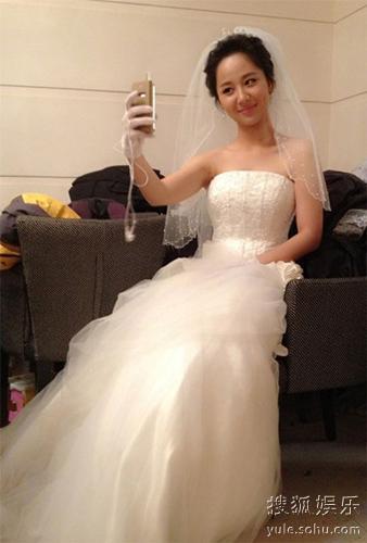 杨紫晒婚纱照引网友赞长大