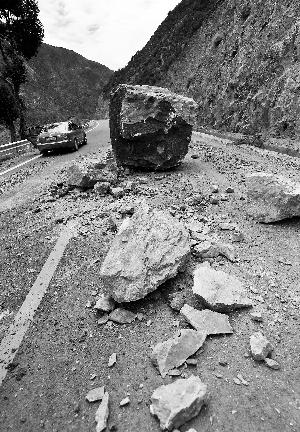 5.1级地震 香格里拉游客被困