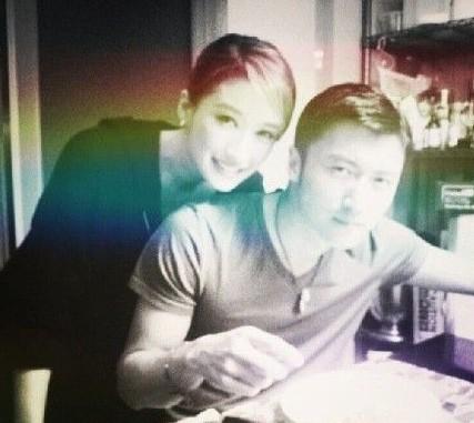谢霆锋33岁生日,谢婷婷晒合照兄妹情深。