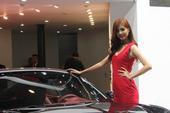 让男人没法不看的 红色保时捷美女车模!