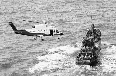 """王军摄/图为2011年3月22日,北海第一救助飞行队""""B—7312""""救助直升..."""
