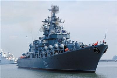 """黑海舰队旗舰""""莫斯科""""号导弹巡洋舰眼下正在大西洋北部地区。资料图片"""