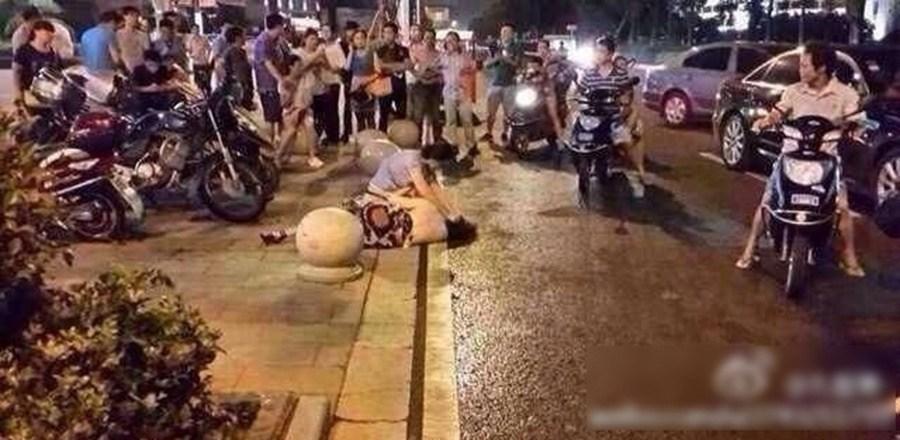 日骚货色�yil�.���9�i��a_而据围观网友@剧璇 称年纪大的一直在喊,\