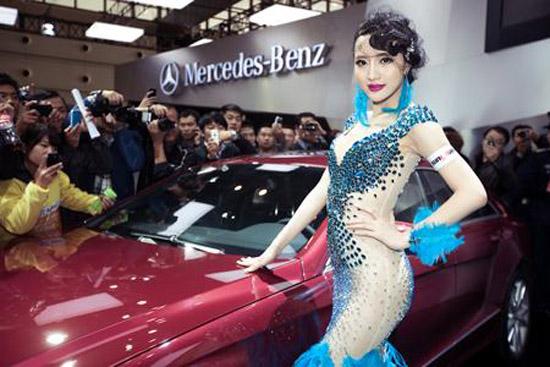吴雨婵驾临2012郑州国际车展