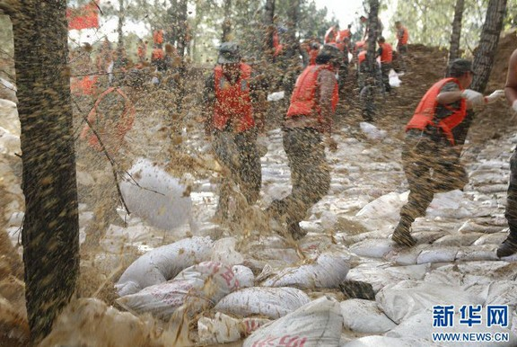 黑瞎子岛被洪水淹没 解放军哨兵仍坚守岗位