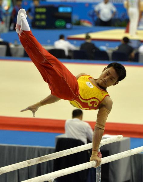 高清:北京选手滕海滨亮相全运会赛场 双杠比赛