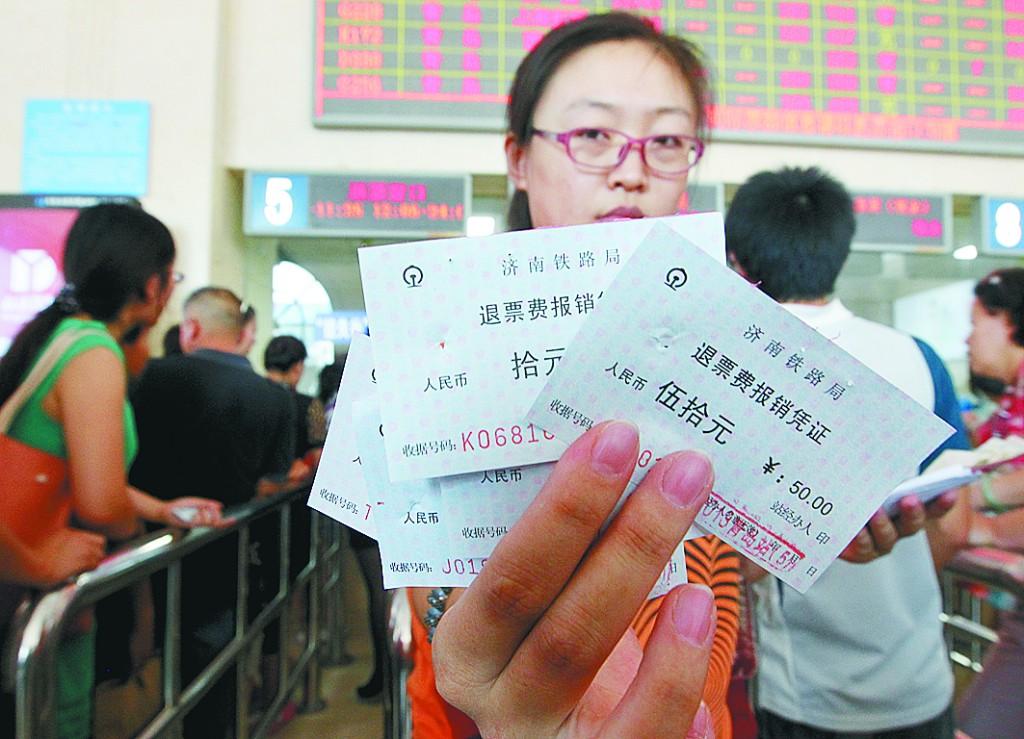 火车票全国通退通签引争议 是便or吃亏?