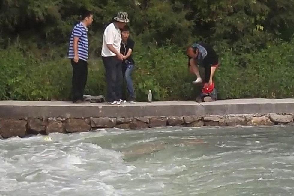 2013年9月1日,山西太原,中北大学汾河水库一名27岁男青年在此野泳遇险