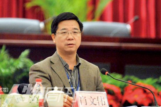 图为原株洲市副市长、现任湖南省交通厅副厅长肖文伟。