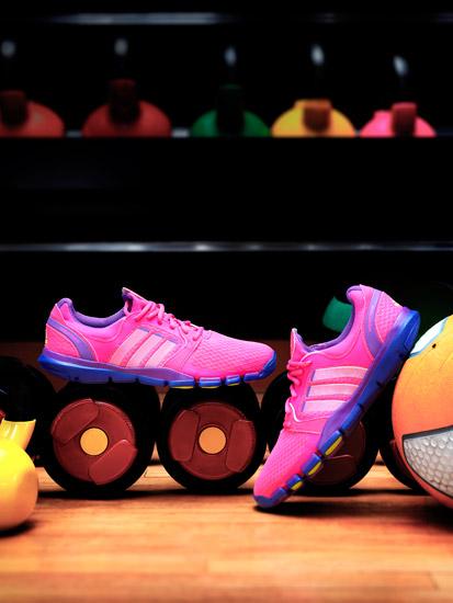 女子新款adipure训练鞋