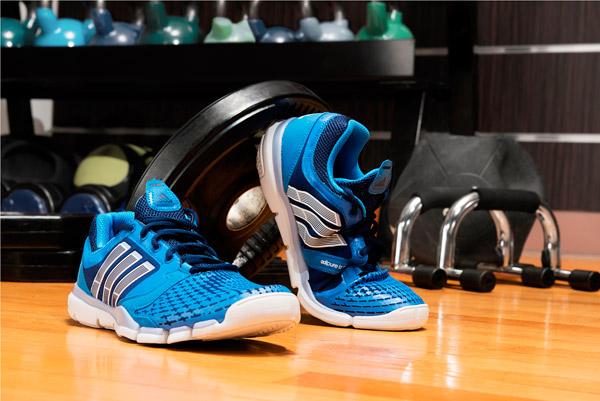 阿迪达斯adipure Trainer 360 男子训练鞋全新上市