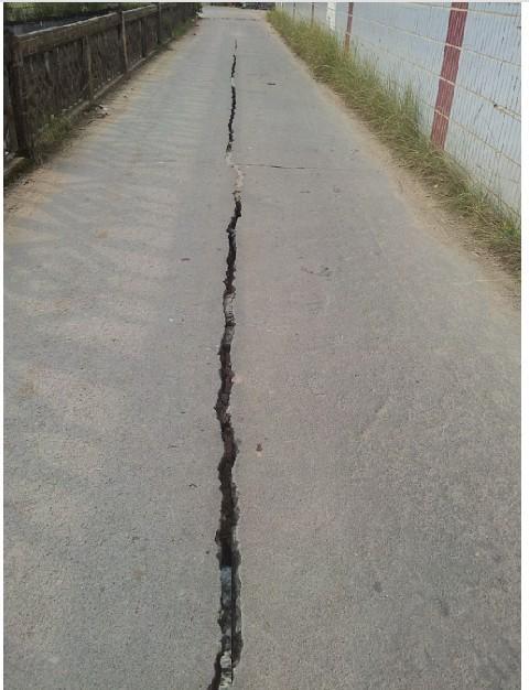 裂缝最宽处达六七厘米