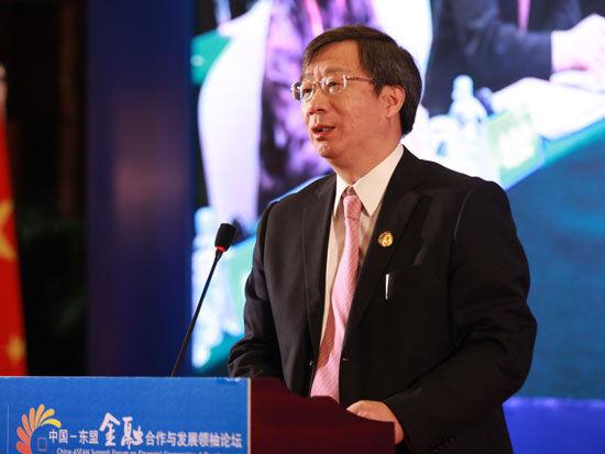 国人民银行副行长、国家外汇管理局局长易纲