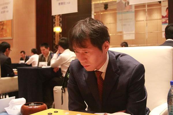 图文:三星杯32强小组赛次轮 日本老将高尾绅路