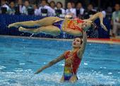 图文:花样游泳集体项目决赛 湖北选手配合默契