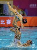 图文:花样游泳集体项目决赛 亚军江苏队比赛中