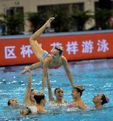 图文:花样游泳集体项目决赛 冠军广东队表现佳