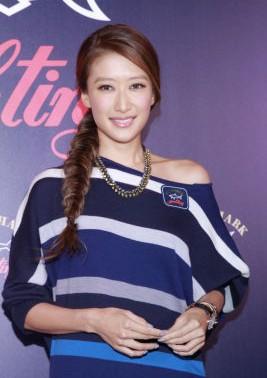 谢霆锋的妹妹、香港艺人谢婷婷在尖沙嘴出席意大利时装品牌开幕活动