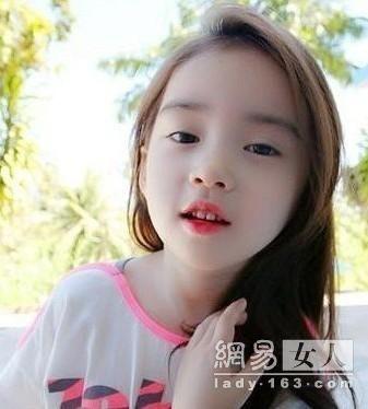 清纯和性感糅合 网友们惊呼:在韩国也有天然的小美女
