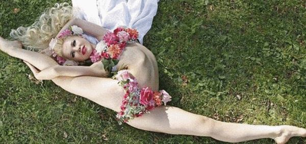 高级黑:柔术奇女脸贴臀部