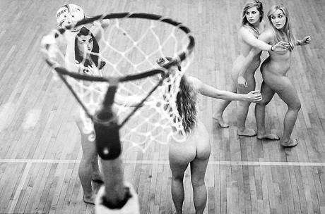 人体艺术被干组�_近日,著名的牛津大学高材生运动员们为了慈善拍摄了一组裸体写真,这组