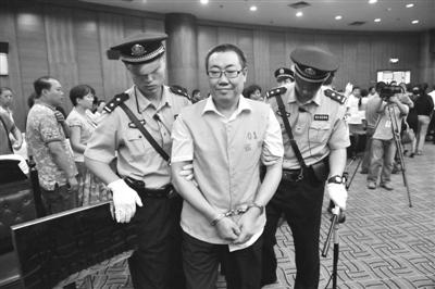 法庭宣判后,杨达才被带走。西安市中级人民法院供图