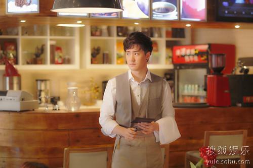 杨�W饰演咖啡店老板