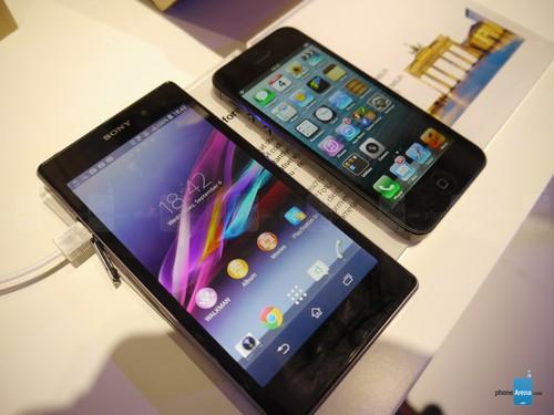 足足大一圈 索尼Xperia Z1对比iPhone5